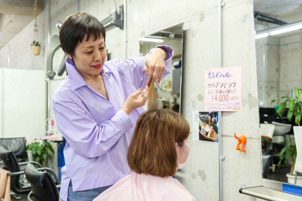 プロの美容師によるカット|チャーム小倉サロン