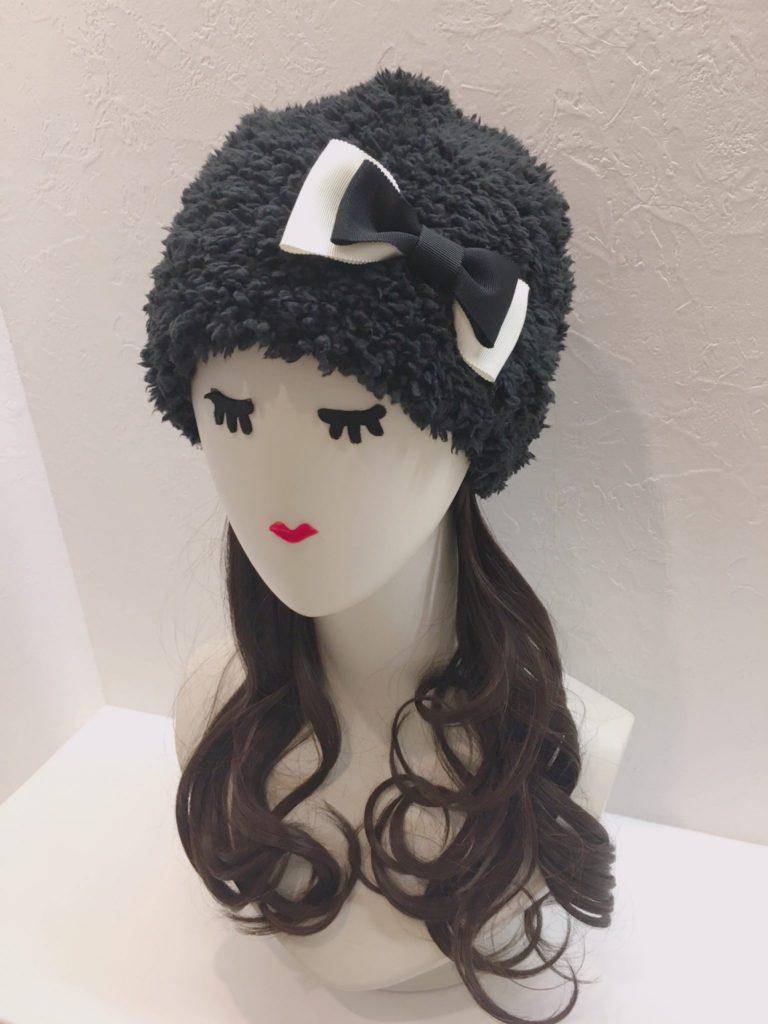 ケア帽子になんと! 取り外しができる 「髪の毛付き帽子」です